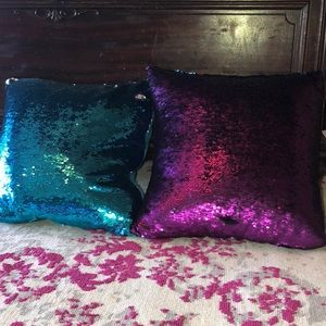 Accessories - pillows (one free)